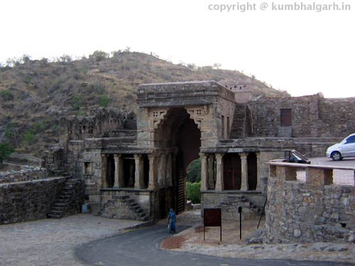 gates of kumbhalgarh fort