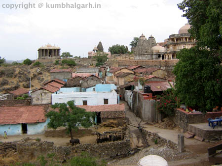way to temples kumbhalgarh fort